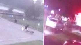 Muže při venčení psů zasáhl blesk: Utrpení zachytila kamera!