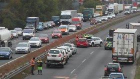 Nehoda 12 aut zablokovala dálnici D10! Před Prahou se tvořily kolony