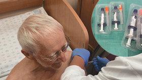 Pneumokok zabil v Česku 52 seniorů. Očkování mají zdarma, teď je nejvyšší čas