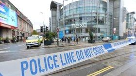 Teror v nákupním centru? Útočník v Manchesteru zranil čtyři lidi, skončil ve vazbě