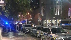 Anonym nahlásil v obchodním domě na Andělu bombu: Zasahovali policisté, záchranáři přistavili golema