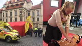 Pražané překonali brněnský rekord: Na Mariánském náměstí přes 7 hodin cvičně resuscitovali
