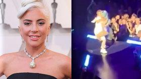 Megatrapas Lady Gaga: Sexy tanec s fanouškem skončil pádem z pódia!