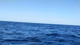Řekové našli na širém moři trosečnici: Několik dnů přežívala na lízátkách