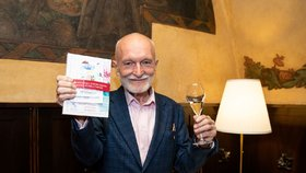 Český rekordman Václav Budinský (71). Napsal miniknihu ve formátu A9