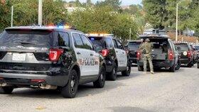 Dva mrtví (†14 a †16) po střelbě na škole v Kalifornii. Vrah se pokusil zabít