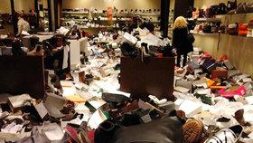 Takhle vypadá nákupní šílenství: Zákaznice málem zdemolovaly obchod s obuví v Brně