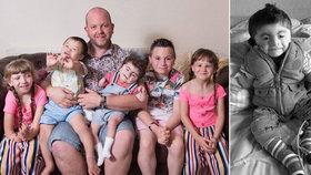 Supertáta adoptoval pět postižených dětí: Nejmladší chlapec nečekaně zemřel