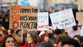 Přes 150 tisíc Francouzek vyšlo do ulic. Protestovaly proti domácímu násilí