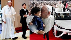 Audience u císaře, poblázněné davy. Papež v Japonsku mluvil i se zasaženými Fukušimou