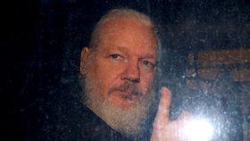 """""""Hrozí, že zemře,"""" bijí na poplach lékaři. Assange potřebuje okamžitou prohlídku"""