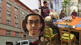 Mladý student Van žije na Žižkově se seniory: Bydlení si všichni pochvalují! Proč?