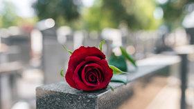 Příliš krutý vtip? Senior (75) našel na hřbitově připravený hrob se svým jménem!