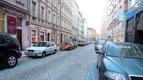Chtěla parkovací kartu na manželovo auto: Má na ni právo, rozhodl soud. Hrozí Praze parkovací peklo?