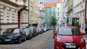 O parkovací oprávnění v Praze 10 je zájem – už 2 500 žádostí. Modré zóny začnou platit v srpnu