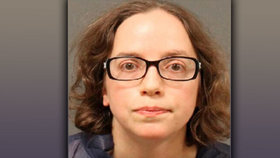 Ženu v kostele pobodala aktivistka (35): Vadilo jí, že má na sobě kožich!
