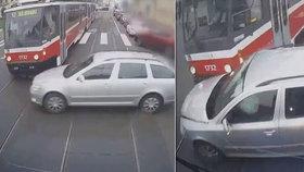 Nové video děsivé srážky: Osobák vjel mezi dvě tramvaje, ty ho slisovaly! Neměly šanci zastavit
