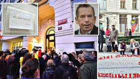 Havel schází Pražanům už 8 let. Lidé vzpomínali čtením, připomínat si ho budou i pamětní deskou