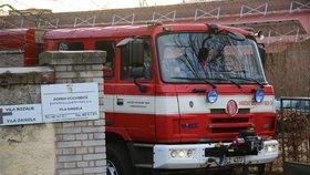 Hasiči měli perný Štědrý den: Řešit museli požár i smrt