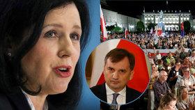 """Polsko přijalo sporný zákon o soudcích. Ministr se """"obul"""" do Jourové"""