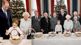 Velký vánoční podvod od královny. Zveřejnili rozkošné fotky, ale tohle na nich nesedí!