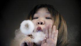 Tabák a e-cigarety nově až od 21 let. V USA  zpřísnili prodej i kvůli vlně úmrtí