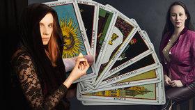 Čarodějka Noira (32) radí v zásadních životních momentech. Skeptici: Kartáři vám zamotají hlavu