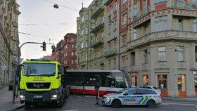 V centru Prahy vykolejila tramvaj! Nehoda komplikuje provoz v Myslíkově i na nábřeží