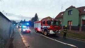 Rodinný dům v Dubči zachvátily plameny! Hořelo od vánočního stromku, tyto svátky v Praze poprvé