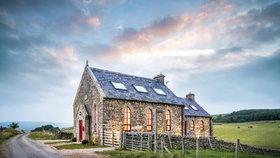 Tahle proměna bere dech! Z ruiny kaple vytvořili útulný domov