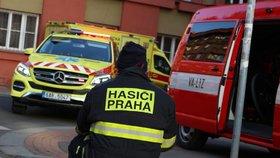 Zraněná holčička (3) po požáru stromečku v Praze 7! Prskavky na něj nepatří, varují hasiči