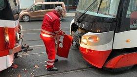 Srážka tramvají v Praze 5! Mezi Motolem a Andělem jezdila náhradní doprava
