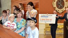 """Zeman dal ohroženým dětem dva miliony, """"aby měly nějakou radost ze života"""". Dostal obrázky"""
