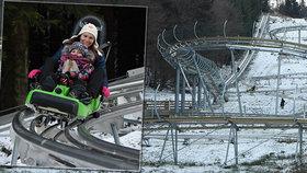 Povolit brzdy a vzhůru dolů! Boby jezdí až čtyřicítkou v místech, kde léta nenapadl sníh