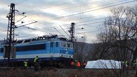 Mrtvý muž v Řevnicích! Srazil ho vlak, provoz byl na trati mezi Prahou a Berounem omezen