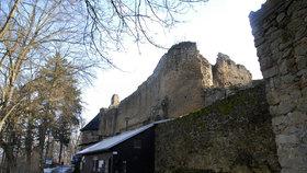 Zřícenina hradu Cimburk: Poklady pod sněhem!