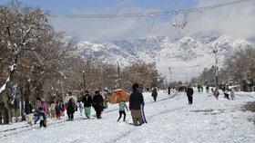 Laviny v Kašmíru zabily nejméně 67 lidí. Pákistán se potýká se sněžením a záplavami