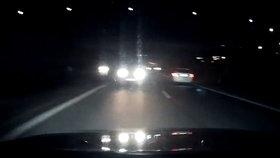 Zfetovaný opilec se na dálnici řítil v protisměru: Odvážně ho zastavil jiný řidič