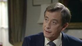 Náhlá smrt hvězdy seriálu Jistě, pane ministře: Woolleymu selhalo srdce!