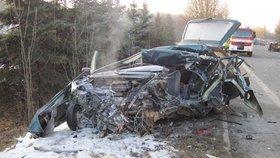 Mladý řidič (†23) nepřežil srážku s kamionem: Z jeho auta zbyl jen šrot