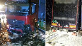 Sníh a led zmrazil Prachaticko: Na silnici u Vimperka se vzpříčil kamion
