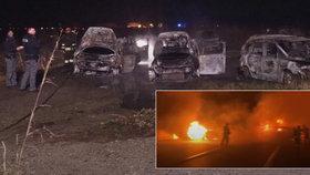 Policisty zaskočila loupež jak z akčního filmu! Na dálnici byly hřeby i zátarasy z hořících aut