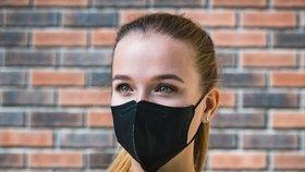 Roušky, které zachytí koronavirus, nejsou! Vyrábět je začnou v Brně, Čína blokuje statisíce kusů