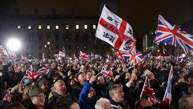 Velká Británie definitivně opustila EU. Brexit je u konce, davy slaví
