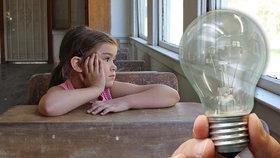 """Děti v """"žárovkové"""" školce trpí, hrozí psychická újma i insomnie. Experti: Je to krize"""