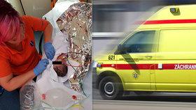 Záchranáři na záchodě našli promodralého novorozence: Po porodu do mísy nedýchal