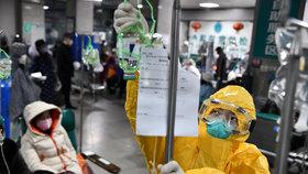 Český vědec o testech léku proti koronaviru: Číňané jsou pro. Přihlásilo se 761 pacientů