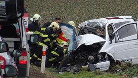 Smutná nehoda u Bánova: Řidička v protisměru napálila do kamionu, srážku nepřežila