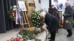 Pohřeb Havlova kancléře (†87): Pithart, Bursík, Vondra i šéf ČT se loučili s Dobrovským