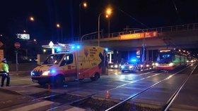 Kolony na Plzeňské: U zastávky Motol srazila tramvaj ženu